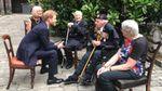 """Принц Гарри побывал на премьере """"Дюнкерка"""" и встретился с ветеранами операции"""