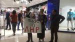 Відкриття магазину у Києві почалось пікетом, а закінчилось побиттям: опубліковані фото