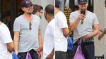 Ді Капріо безтурботно прогулявся з сміттєвим пакетом замість сумки: фото