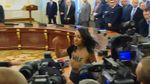 У поліції розповіли, що світить активістці FEMEN, яка оголилась на Банковій
