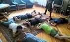 Кололи психотропы и держали в наручниках: полиция Киева разоблачила незаконные реабилитационные центры