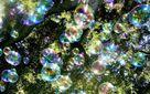 В Гонконге проходит впечатляющее шоу миллионов пузырьков: видео