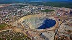 В России произошла жуткая авария на алмазном руднике: более 150 человек остались заблокированным