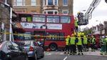 В Лондоне двухэтажный автобус протаранил магазин: появились фото