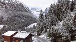 Лето сошло с ума: Швейцарию после длительной жары засыпало снегом