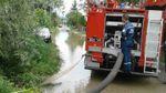 Повалені дерева і затоплені подвір'я: опублікували фото наслідків негоди на Закарпатті