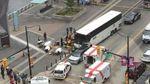 Автобус врезался в толпу в Канаде: много пострадавших
