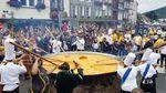 У Бельгії приготували величезний омлет із 10 тисяч яєць