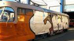 Неизвестные напали на трамвай и разрисовали вагон и водителя в Киеве