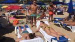 Напівоголений Ляшко з жінками насолоджується відпочинком у Барселоні: красномовні фото