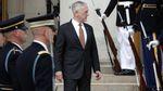 Навіщо голова Пентагону Меттіс летить в Україну: колишні посли США назвали причину