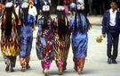 Граждан Таджикистана заставят носить национальную одежду