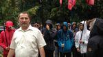 Мокрые разборки в Глухове: несовершеннолетние молодые люди облили водой городских чиновников