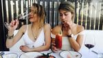 Эмбер Херд загорала топлес вместе с подругой на Бали: фото и видео (18+)