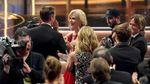 """Николь Кидман поцеловала коллегу-актера на глазах у мужа на церемонии """"Эмми"""": фото и видео"""
