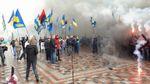 Протестувальники під Верховною Радою почали палити шини та димові шашки