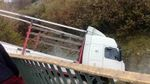 На Полтавщині внаслідок ДТП вантажівка опинилась в річці: з'явились фото, відео
