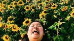 """Жінка бореться проти """"ідеального світу"""" в Instagram дотепними фото з подорожей"""