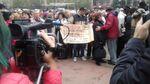 У Миколаєві півтори тисячі людей вийшли на мітинг: промовисті фото