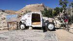 """Номер """"на колесах"""": у Йорданській пустелі створили незвичайний готель"""