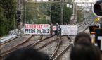 Перекрыты дороги и заблокирована железная дорога: в Каталонии протестуют против ареста политиков