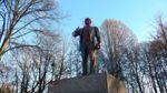 У Росії пам'ятник Леніну облили червоною фарбою та зняли на фото