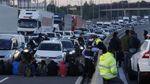 В Каталонии люди заблокировали немало дорог: появились фото, видео