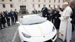 Папе Римскому подарили уникальное Lamborghini: опубликованы фото