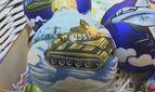 Праздник и война: в Москве торгуют елочными украшениями с нарисованными танками и БТРами