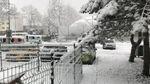 Сильні снігопади паралізували життя в країні-сусідці України