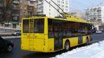 Суровая Троещина: пьяные пассажиры устроили драку с поножовщиной в троллейбусе Киева