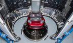 Маск показал, какая Tesla полетит на Марс под песню Дэвида Боуи
