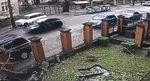 Во Львове женщина сбила полицейского и 500 метров тащила его на капоте: есть видео