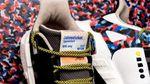 Adidas випустили незвичайні кросівки зі вшитим проїзним у метро