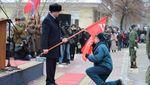 """""""Шапки Януковича"""" та соціалістичний прапор: як в """"ЛНР"""" відзначали річницю звільнення міста"""