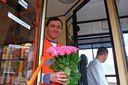 В Одессе к 8 марта запустили праздничный троллейбус, в котором женщины ездят бесплатно: фото