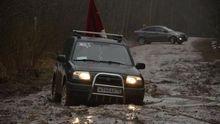 У Росії не змогли провести автопробіг до Дня Перемоги: машини застрягли у болоті