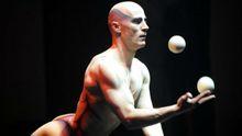 Легендарный украинский жонглер в свои 46 не прекращает удивлять мир