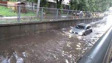 Кременчук під водою: злива паралізувала рух автомобілів