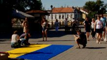 Найбільший прапор України з кришок для пляшок виклали в Ужгороді