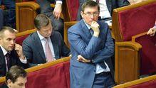 Порошенко уговорил Луценко пересмотреть решение об увольнении