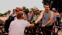 Саакашвілі на велосипеді у тільнику проїхався Одесою
