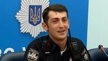 Київський патрульний самотужки відремонтував зламаний світлофор