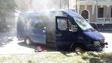 Сутички у Харкові: спалений мікроавтобус, одного активіста поранено