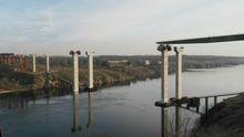 Жахлива романтична прогулянка: дівчина впала з недобудованого мосту