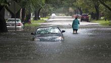 Смертоносное наводнение в США: погибли 12 человек, а по улицам плавают гробы