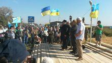У Порошенка вимагають припинити постачання електроенергії у  Крим