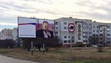 """В Крыму снова """"украсили"""" билборд с Путиным"""
