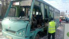 Масова аварія під Києвом: маршрутка врізалася у вантажівку
