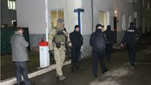 У полісмена знайшли наркотики: СБУ проводить спецоперацію